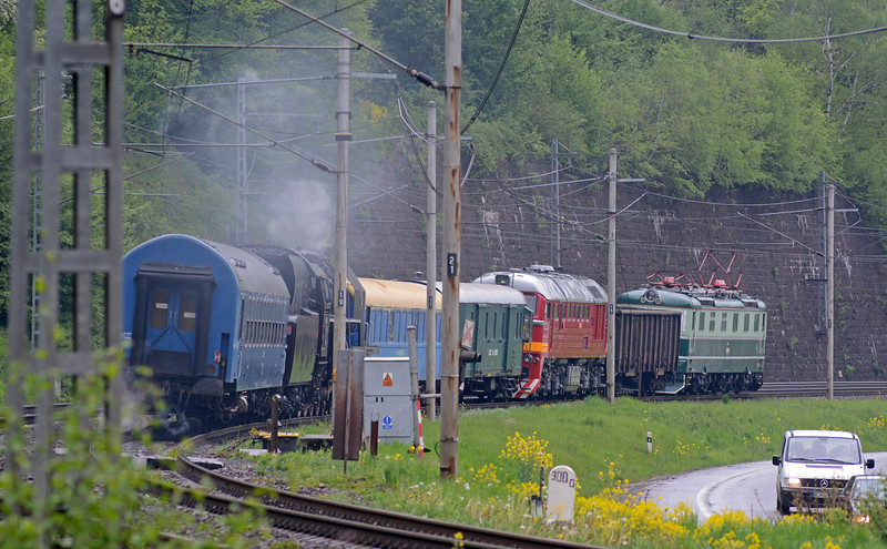 Lead by a Skoda electric in original livery the convoy included a Lugansk built M62 diesel, some passenger cars, a 4-8-2 in light steam and a support coach.