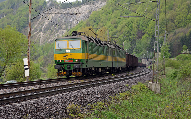 My first encounter with what will become quite a familiar sight in the next few days, one of the Skoda built class 131 twin unit 3kV DC electrics which dominate ZSSK-Cargo electrically hauled freight trains in DC territory east of Zilina.