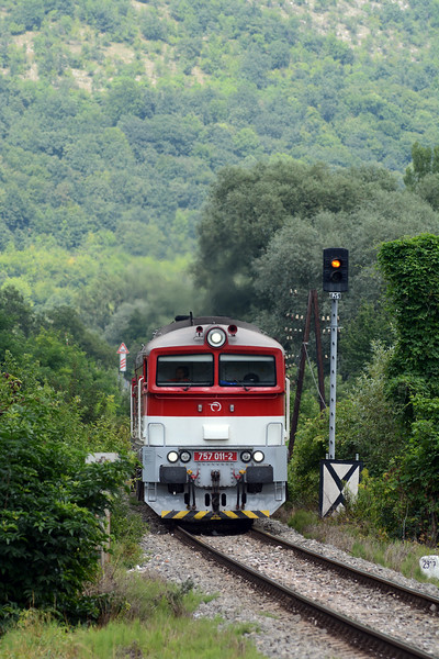 In the meantime the third of the Kosice to Bratislava passenger trains stopped in Plesivec at 14:30. There was a large party of children going on, or coming back from, a camping trip. 757 011-2 gets underway, passing the Plesivec distant signal equivalent.
