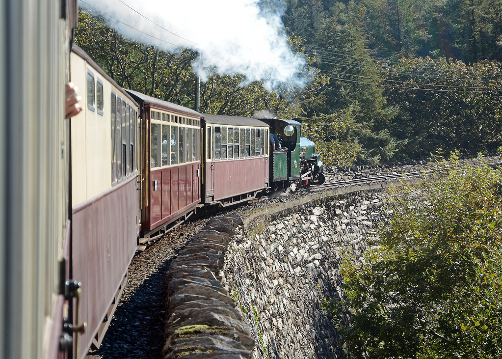 At 11:00 the special set off from Minffordd, bound for Glan-y-Pwyll (just outside Blaenau). Our motive pwer was one of the Penrhyn sisters - Linda