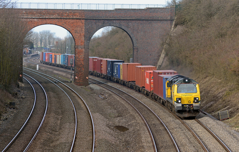 70009 sweeps round the curves east of Cholsey on the 4O29 from Crewe to Southampton.