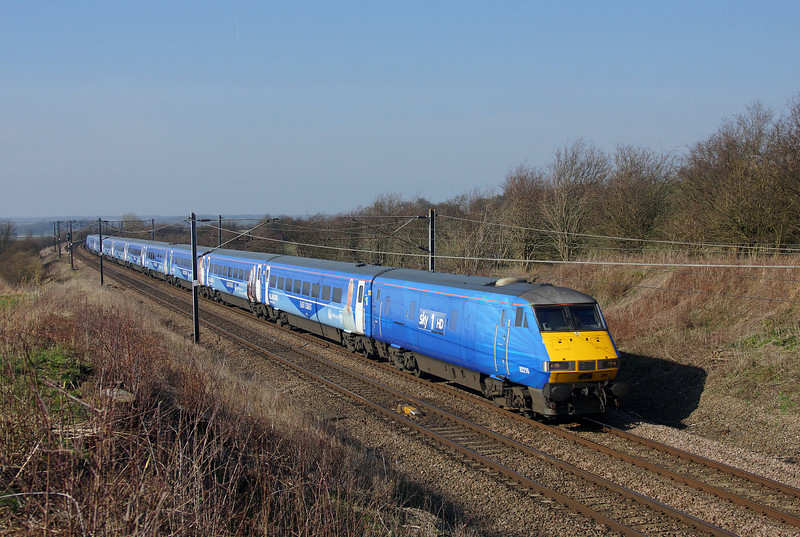 Still sporting her Sky 1 HD livery 82216 Heads south at Askham in charge of 1A31 13:05 Leeds to London Kings Cross East coast service.09/03/2014.Sony A65.