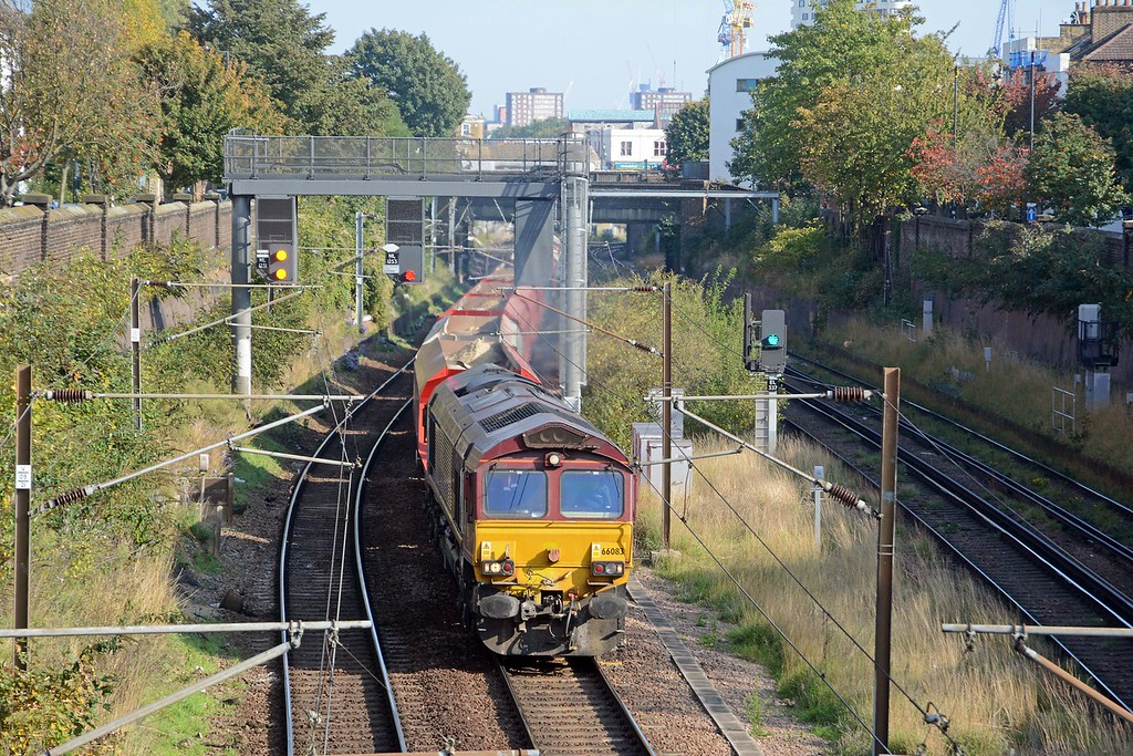 A few hundred yards away at Mildmay Park 66083 on the 6M57 MO Ipswich Griffin Wharf to Watford sand train.