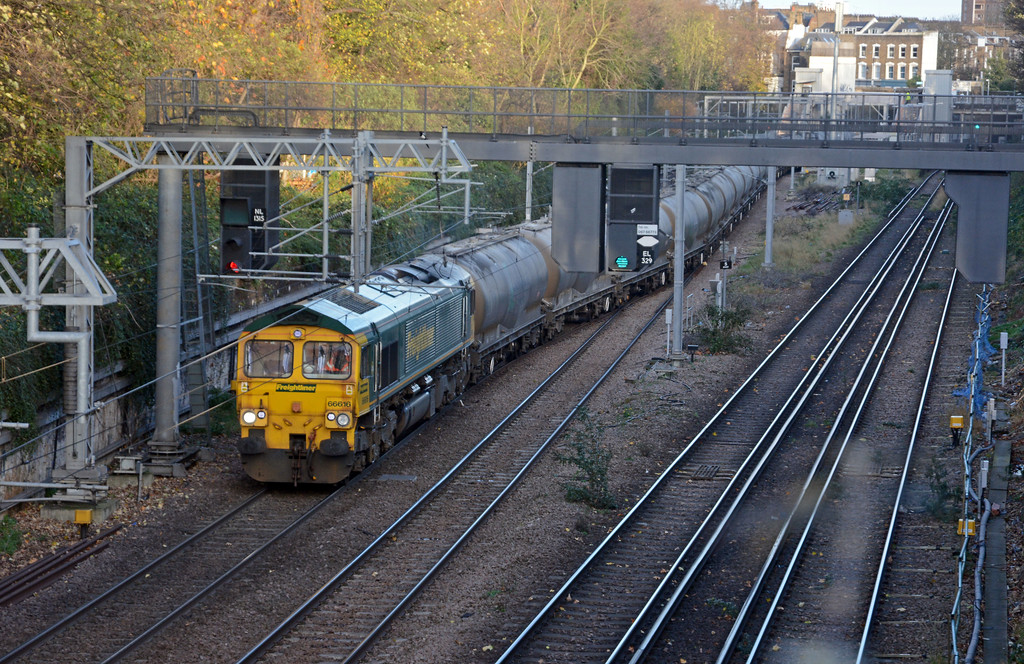 Finally, and running very late 66616 on the 6M92 West Thurrock to Earles, about to leave the NLL at Canonbury West Junction.