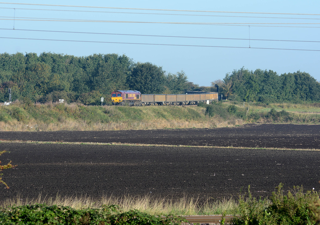 Just four minutes after the 4E22 66119 appeared on a late running 6L85 Warrington Arpley to Middleton Towers, it's approaching Ely West Junction where it will take the Ely loop to turn almost 180 degrees and head north up the line to King's Lynn, which is in the immediate foreground.