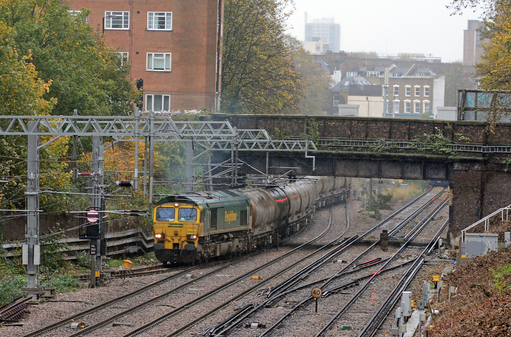 In a flurry of drizzle 66604 on the diverted 6M92 West Thurrock to Earles takes the spur at Canonbury West to Finsbury Park and the ECML towards Peterborough.