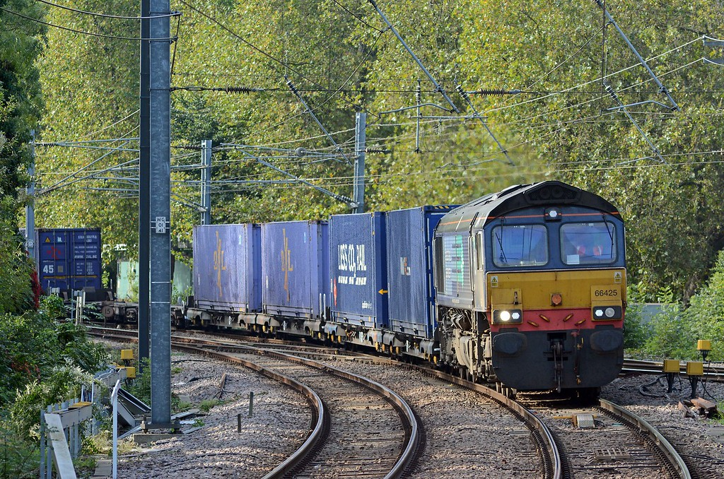 66425 followed shortly afterwards on the 4L48 Daventry to Purfleet, 36 flats, 32 loads - 45' boxes, a single Stobart reefer and Stobart curtainsiders. It was diverted via Stratford as the Goblin was closed today. Autumn colours are less evident at this end of Gospel Oak station.