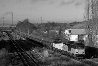Class 60 No 60095 at Horbury Bridge on 7 December 2015 with the 6E32 08:55 Preston Docks Lanfina - Lindsey Oil Refinery