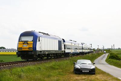Class 223 No 223054 (DE2000-02) between Niebull and Klanxbull on 31 May 2015