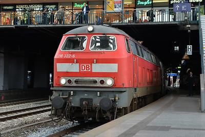 Class 218 No 218322 at Hamburg Hbf on 1 June 2015