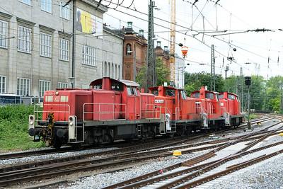 Class 294 No 294809 and  363044/363622/291038 at Hamburg Hbf on 1 June 2015