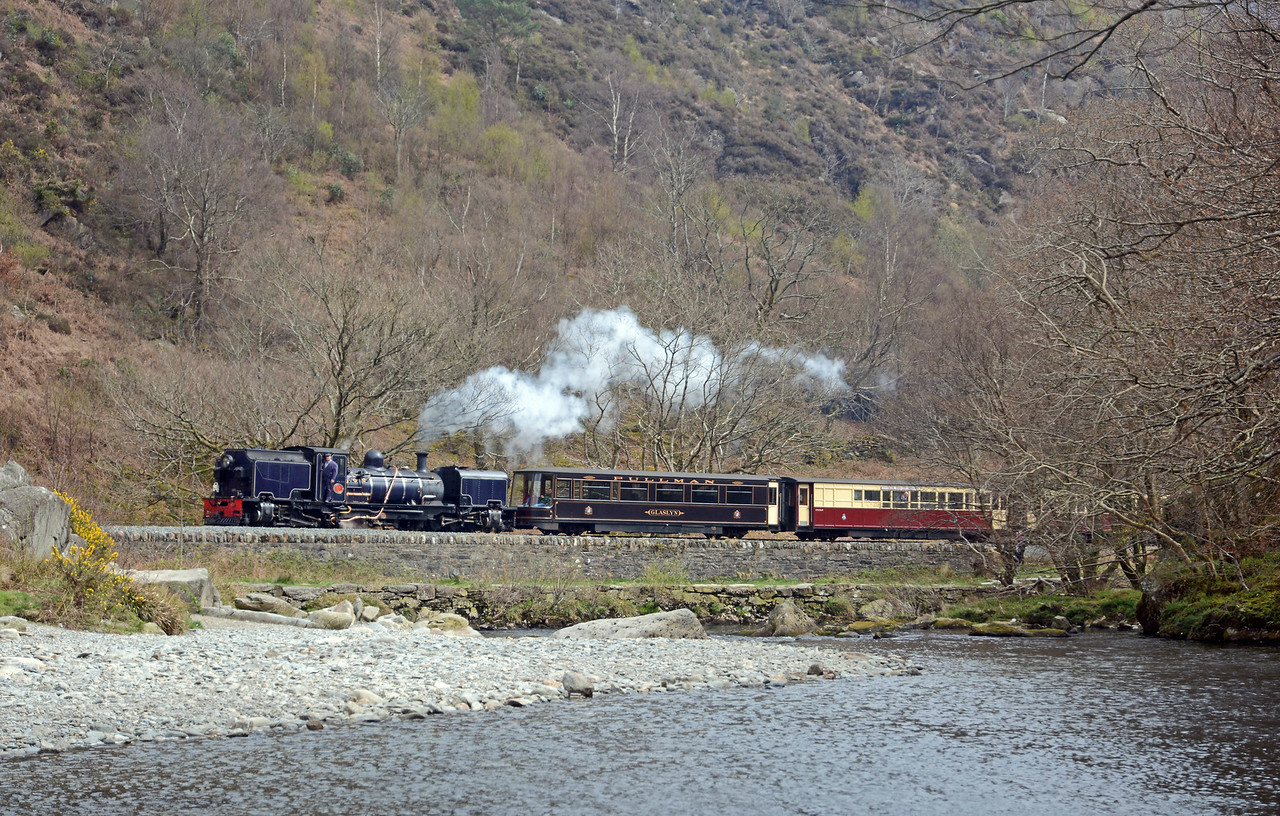 And finally, before we set off on the long drive back to London, 87 emerging from the Aberglaslyn Pass on the 14:05 ex-Porthmadog