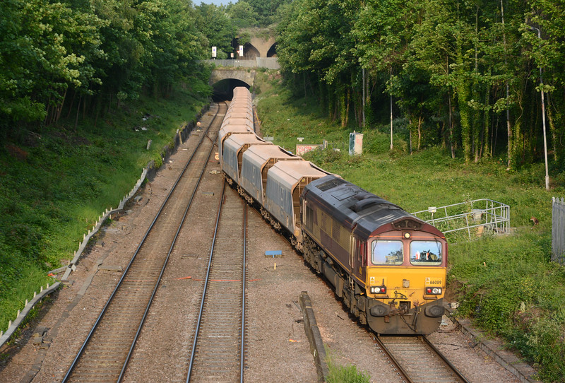 It was followed 30 minutes later by 66089 on a 7E36 Acton to Ferme Park (London Concrete) extra