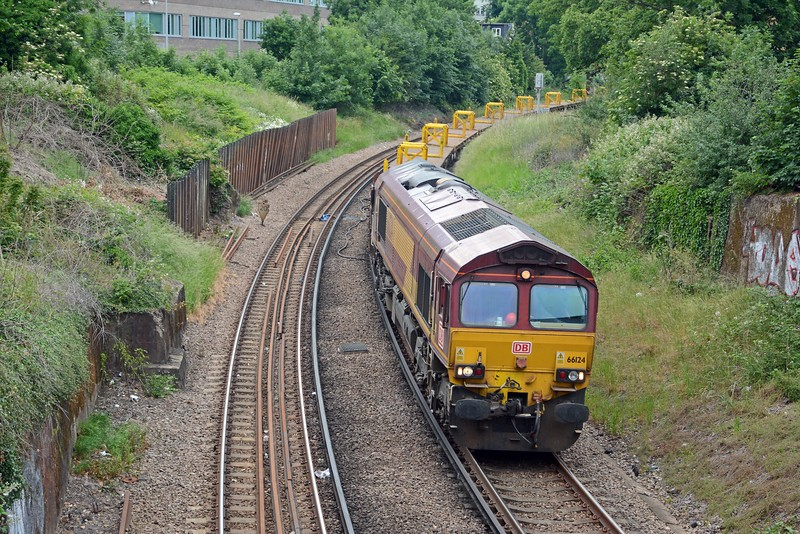 66124 is on 6N39 from Hoo Junction to Norwood Junction