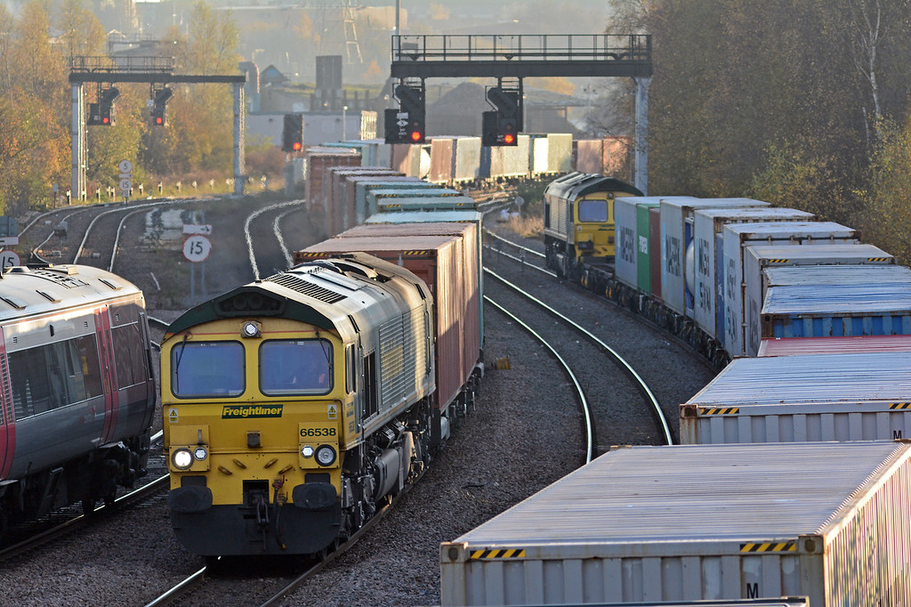 Whilst it waited access to Lawley Street container depot sister 66538 heading north on a late running 4M28 Southampton to Garston. This had lost time north of Leamington, having been 28 minutes early at Warwick Parkway it was 61 late at Hatton!