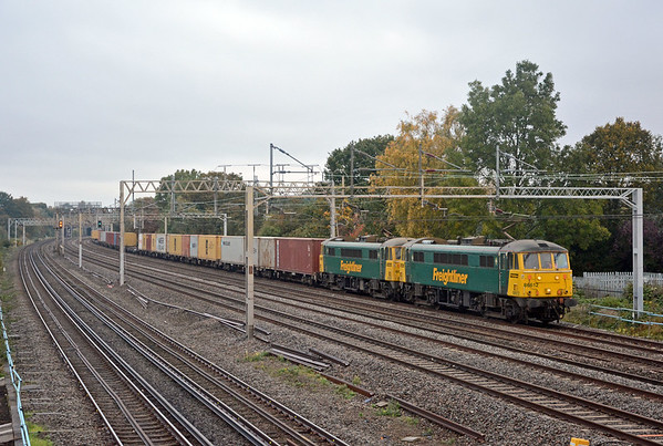The 4L89 appeared just after 08:40 behind 86612 and 605, the skies were starting to brighten.