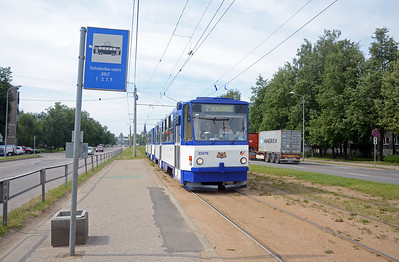 The final stop on Route 7 is the Dole Shopping Centre, a pair of T6B5SU trams pull up before entering the turning circle