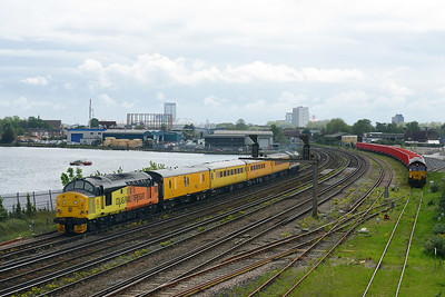 Class 37 No 37175+37254 at St Denys on 10 May 2016 with the 1Q52 10:37 Eastleigh Arlington - Eastleigh Arlington