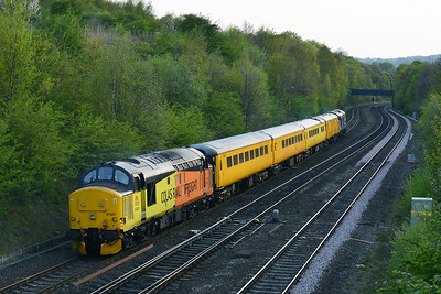 Class 37 No 37421+37025 at Ravensthorpe on 5 May 2016 with the 1Q67 18:31 Neville Hill T&R.S.M.D - Neville Hill T&R.S.M.D