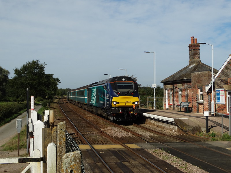 68024 - Buckenham<br /> <br /> 2J74 12:05 Norwich to Lowestoft