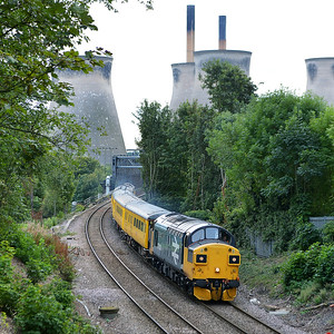 Class 37 No 37025+37116 at Brotherton on 19 September 2016 with the 1Q64 08:53 Derby R.T.C.(Network Rail) - Neville Hill T&R.S.M.D