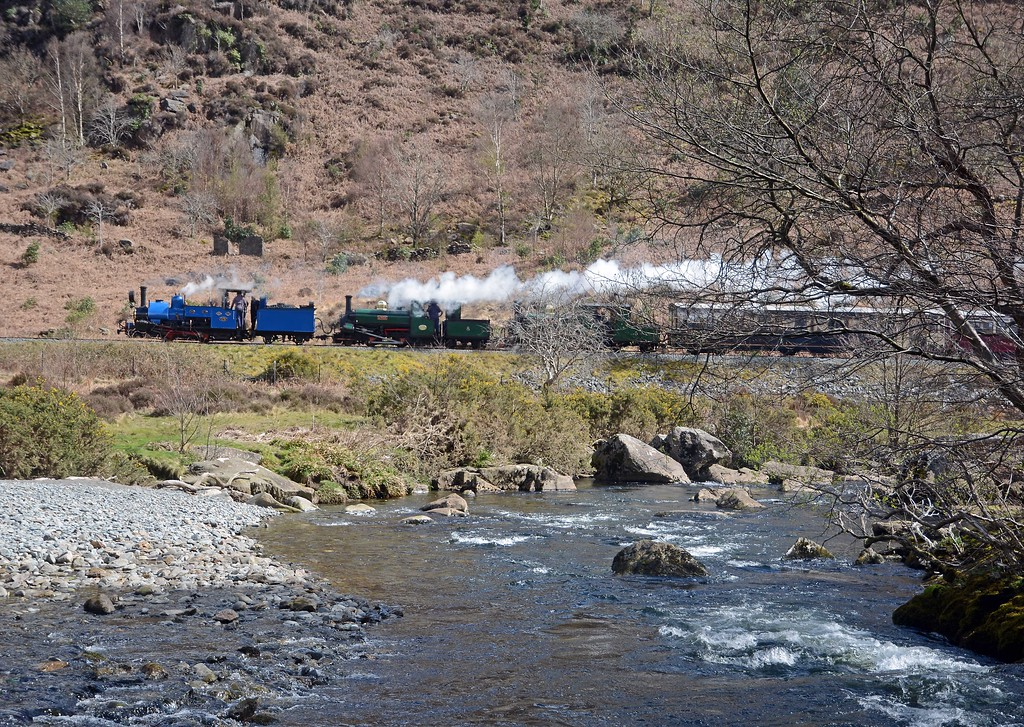 The Snowdonian climbing through the pass, having crossed the 10:00 from Caernarfon at Pont Croesor. DHR 19 leading Linda and Blanche, the two ex-Penrhyn Quarry locomotives which the Ffestiniog converted from 0-4-0ST to 2-4-0STT.