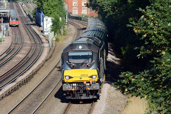 The 18:18 to Oxford Parkway speeds past Mapesbury Road