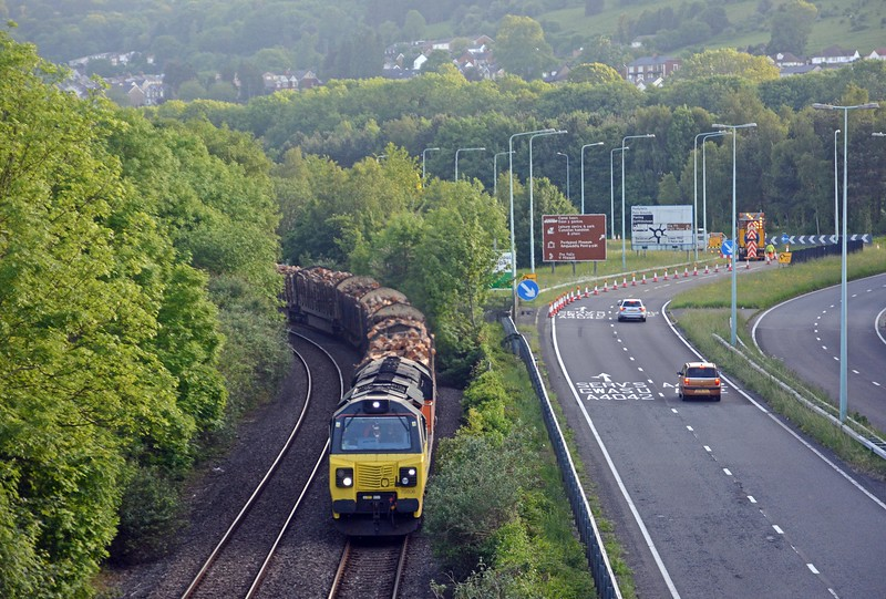 Later in the evening I went back and shooting in the opposite direction caught 70806 on the 6M51 Baglan Bay to Chirk log train.