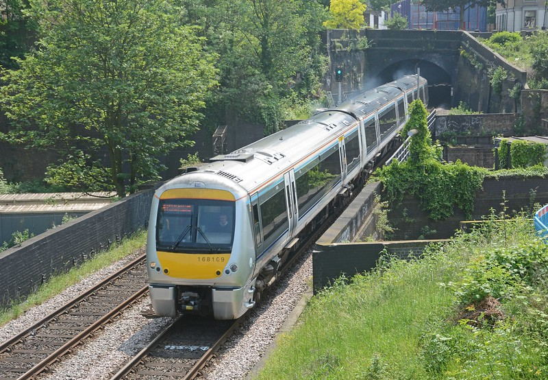 The 13:40 to Birmingham Snow Hill (arr 15:32) exiting the tunnel from Marylebone. Having crossed the WCML it re-enters a tunnel as far as Canfield Place where it emerges alongside the Metropolitan Line.