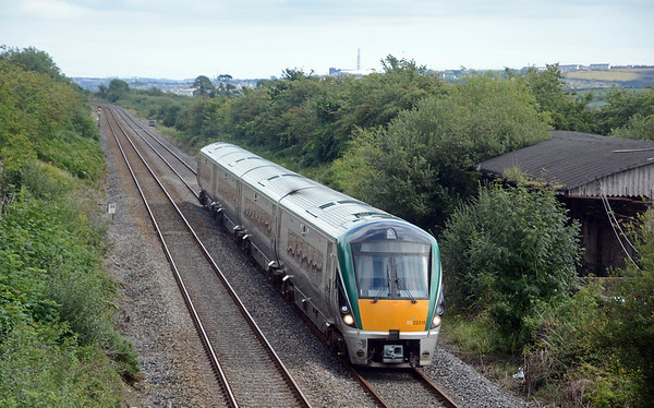 The 15:20 Cork to Dublin, a four car 22000 set. Frequency on the Cork to Dublin mainline is hourly with every other service a 22000 railcar set rather than a 201 & Mk 4 set.