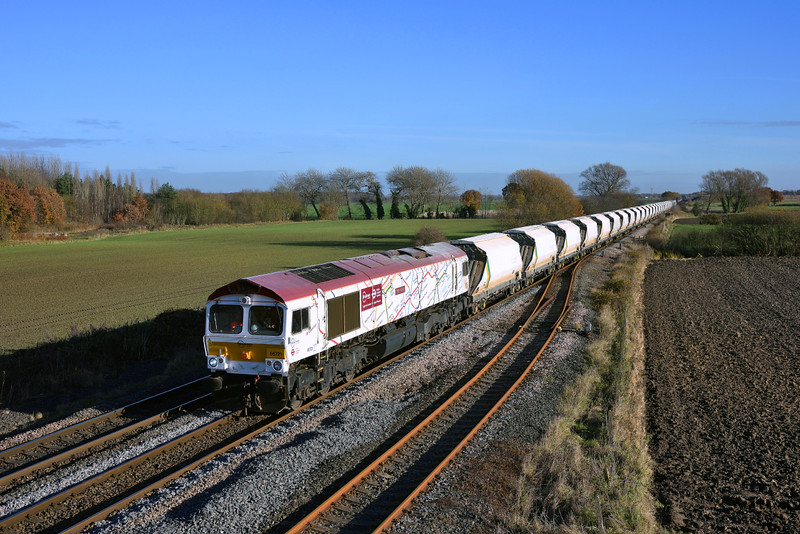 66721 races past Hagg lane in charge of 6D72 on her way to Rylstone.28/11/2016.Taken using a pole.