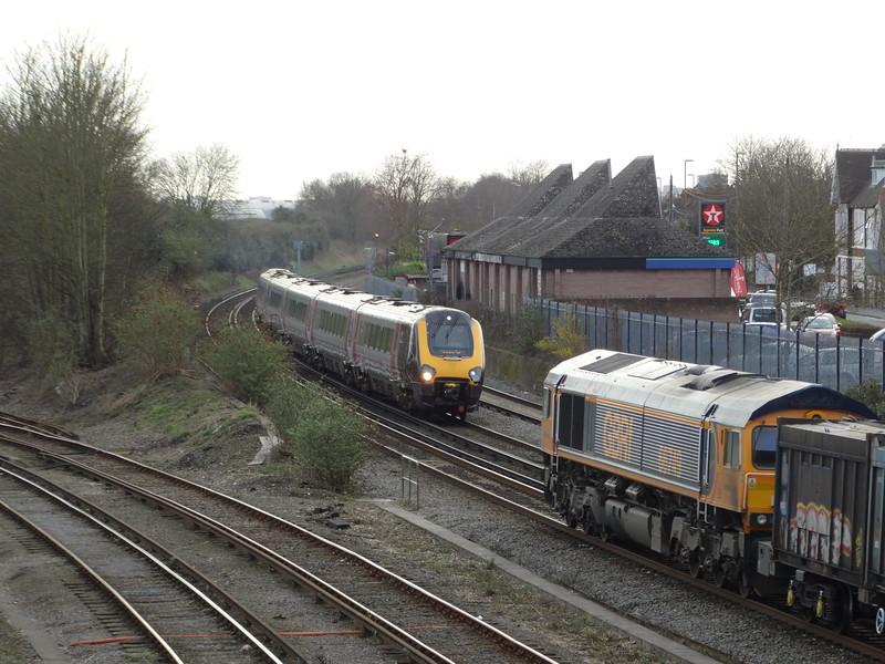 Voyager & 66749 - Eastleigh