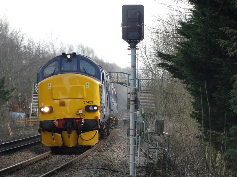 37423 - Whitlingham (Girlings Lane)<br /> <br /> 2P13 09:17 Great Yarmouth to Norwich