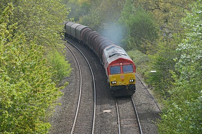 In the opposite direction 66128 once more on the 6M30