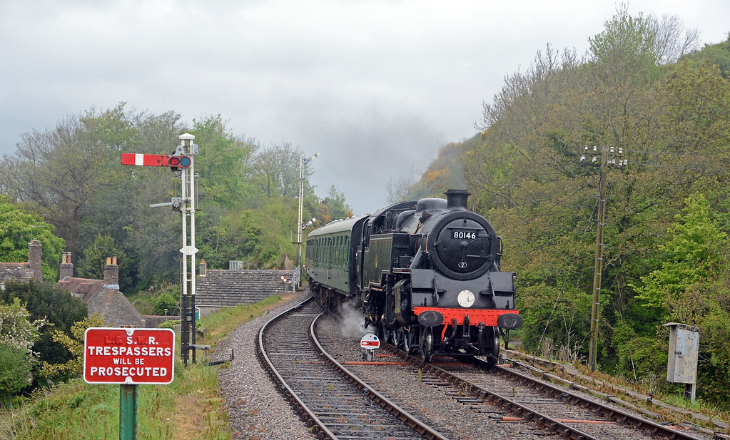 The 15:20 Norden to Swanage pulls into Corfe Castle
