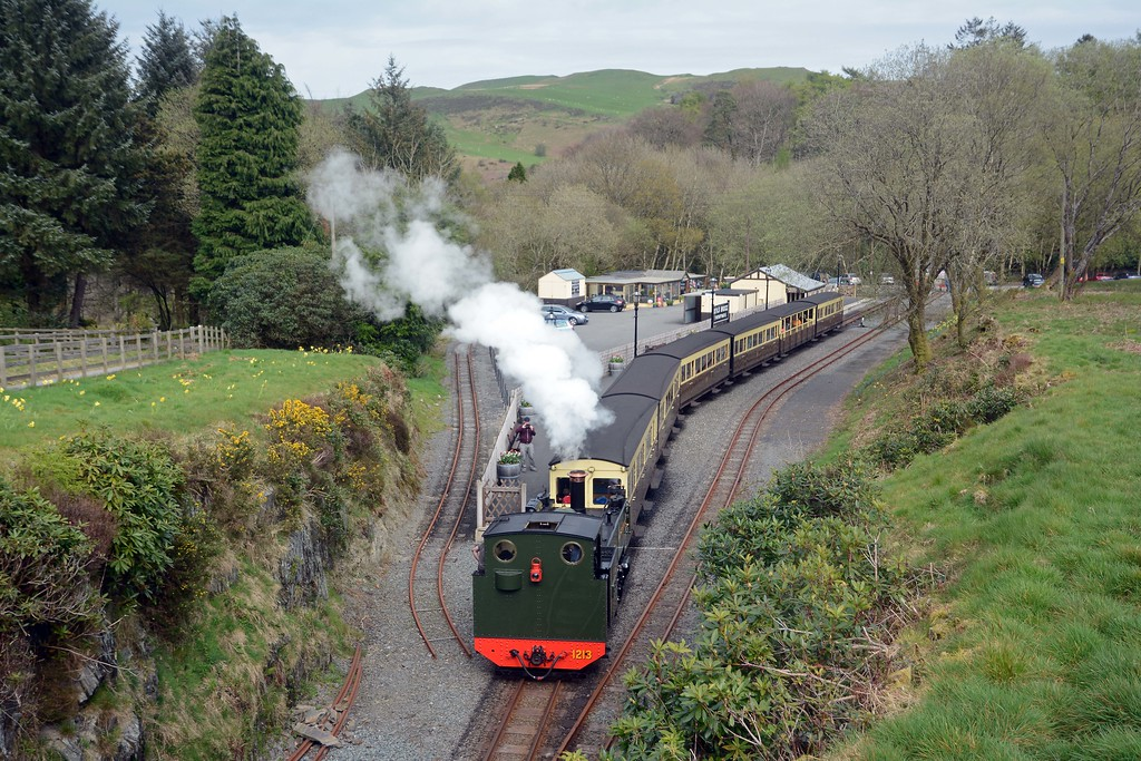 At 16:00 on the dot the guard blows his whistle and 1213 sets off on its return to Aber