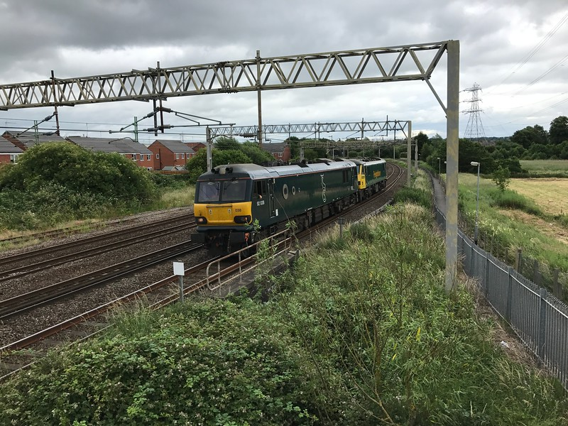 92038 & 90016 - Stafford<br /> <br /> 0Z94 14:43 Willesden Traction Maintenance Depot to Crewe Basford Hall SSM