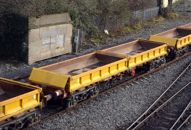 These are the ballast / spoil carriers