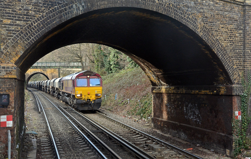 The next train, the Tolworth to Cliffe was bowled by an un-cooperative Southeastern EMU so I had to wait for 66050 on the 6O98 Park Royal to Angerstein for this shot of the bridges on the approach from Bexleyheath.