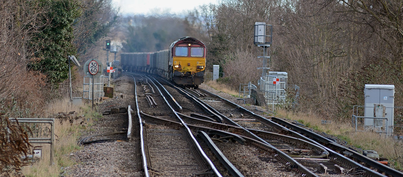 Running some 72 minutes late 66122 on the 6M95 (Q) Cliffe to Neasden