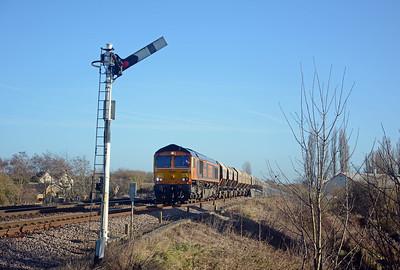 66750 'Bristol Panel Signalbox' on the 6E84 passing the Down Advanced Starter