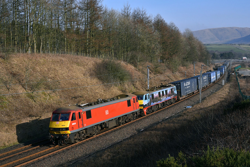 90029 &90024 doing the honours with 4M25 at Beckfoot.14/02/2017.Taken using a pole.