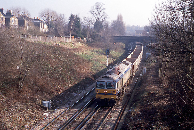 In the opposite direction an FY 59 on the 6V18 Hither Green to Whatley.