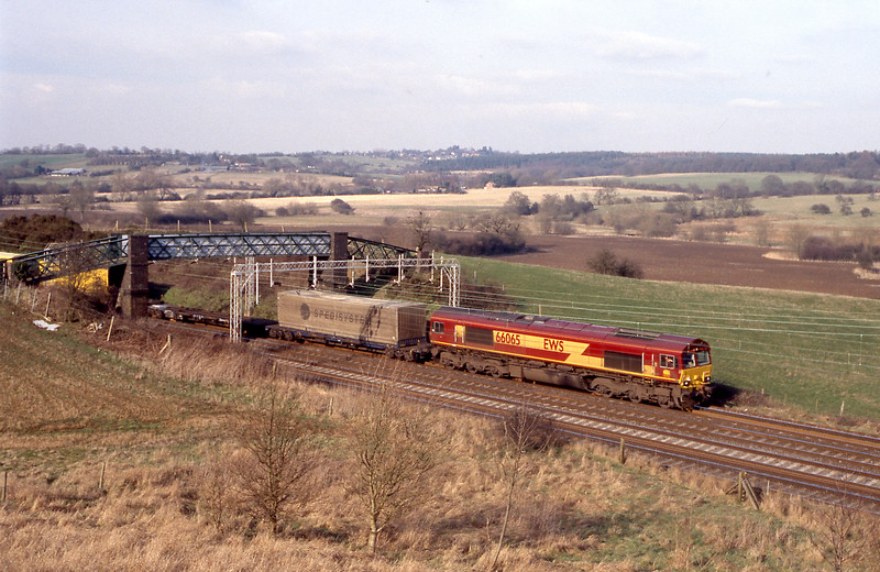 66065 Wembley bound from Daventry with continental swap-body traffic.