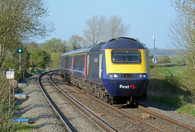 Whilst waiting for the bus back to Marlborough there was one final HST to photograph, the 16:33 semi-fast Paddington to Exeter.
