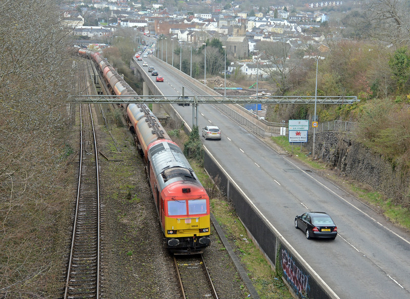 60040 is entering Lloegr - England - as it crosses into Gloucestershire. Maximum load today, 29 tanks - 3000 tonnes.