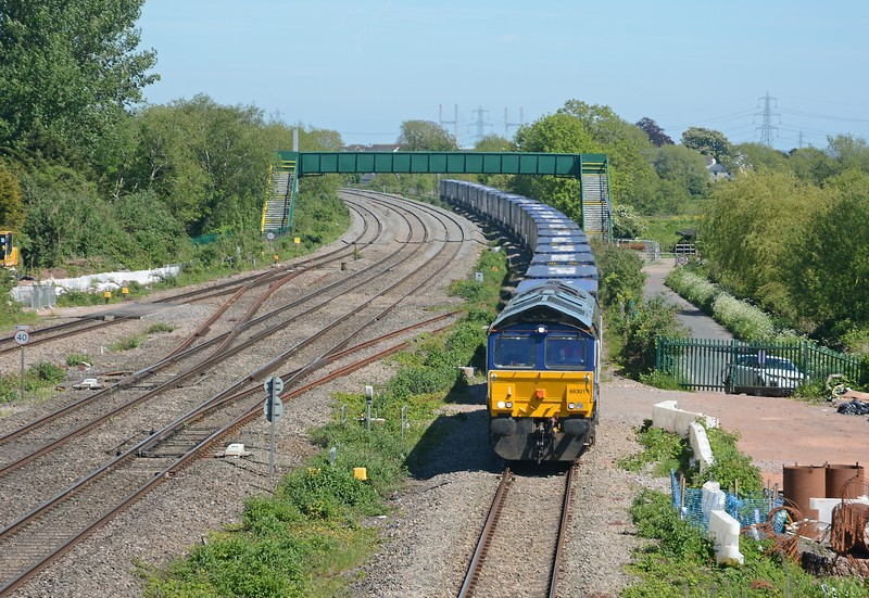 It was followed as it usually is by the 4V44 Tesco Express from Daventry. Just 26 loaded platforms today.