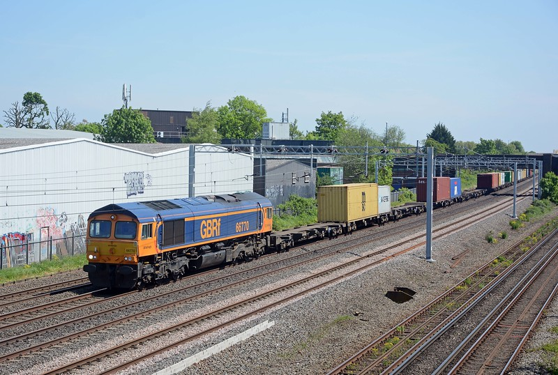 And three and a half minutes later 4M23 Felixstowe to Hams Hall behind 66770, one of the relatively new GBRf 66s from Progress Rail in Muncie, Ind.