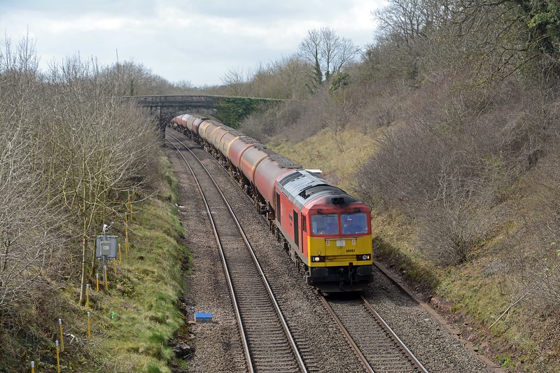 Behind the Voyager came 60091 Barry Needham on the 6B41, empty tanks from Westerleigh back to Robeston.