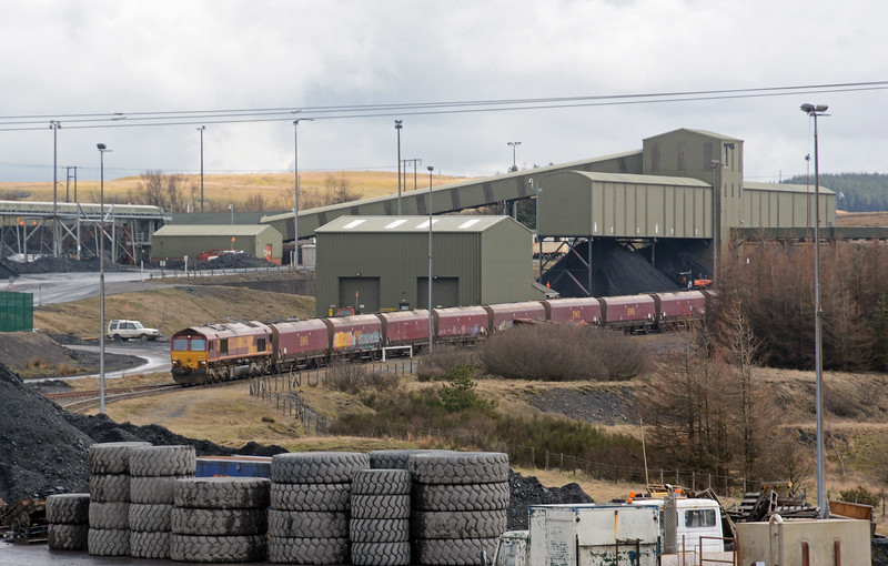 When loaded 66047's return working will be the 6E09 to Scunthorpe, carrying coal for the steelworks.